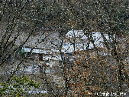 2014-12・18 うっすらと雪化粧の古民家.JPG